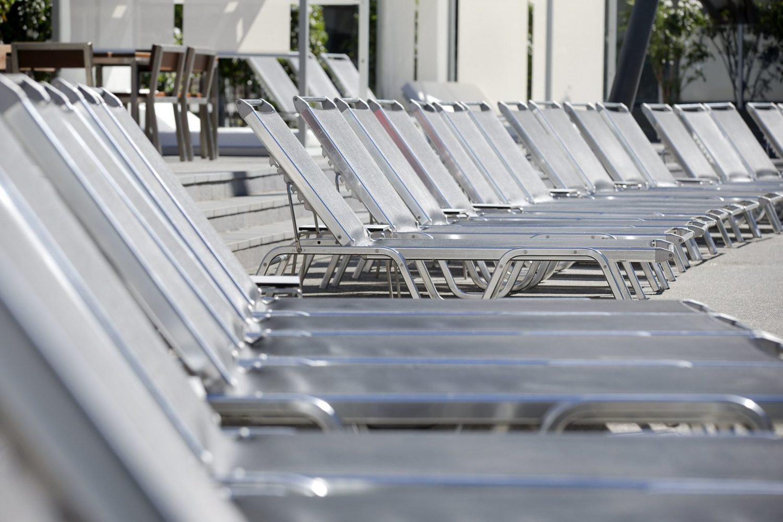 Q1 Resort Pool Lounges