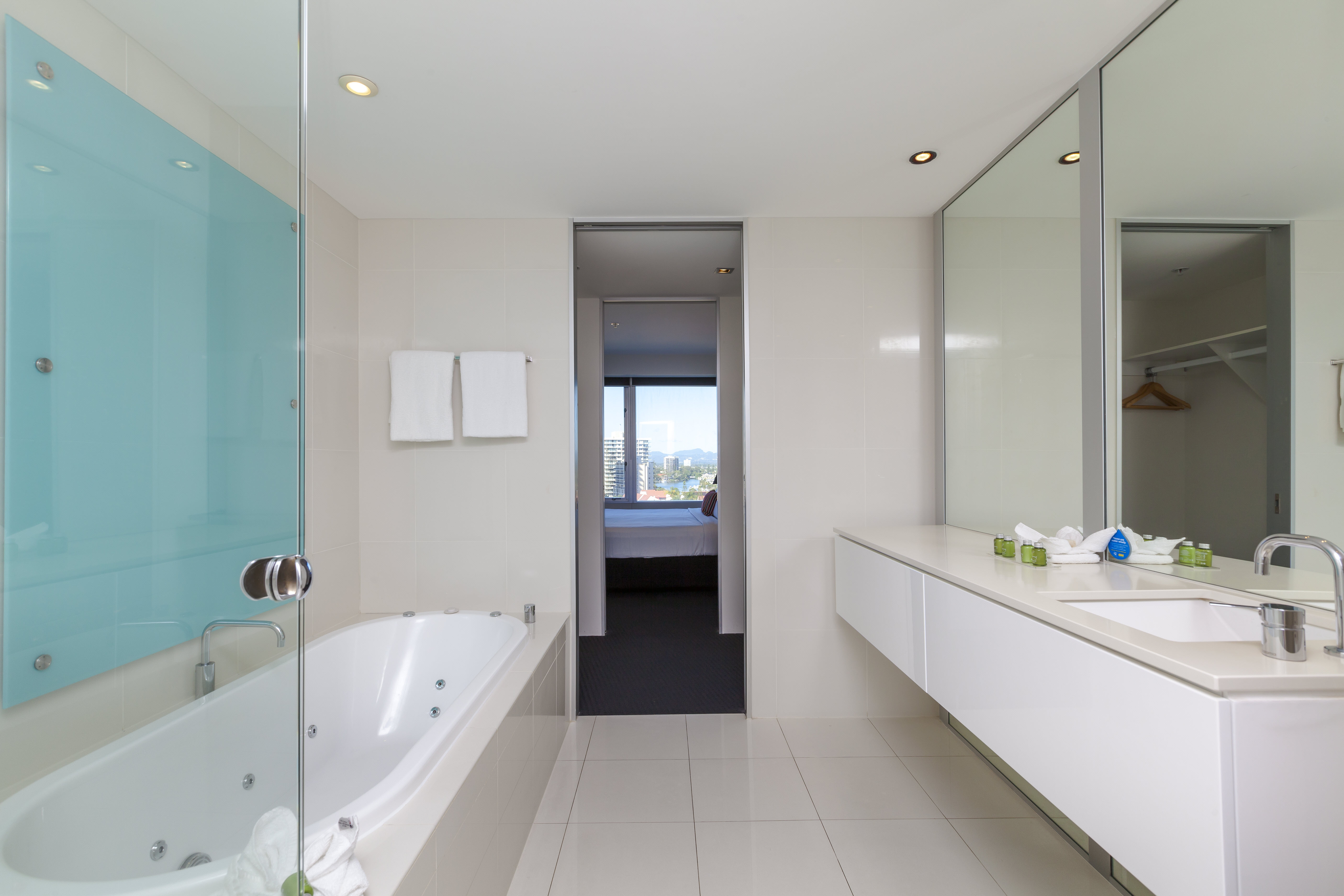 Q1 Resort & Spa One Bedroom Family Spa Apartment   Master Bathroom with Spa