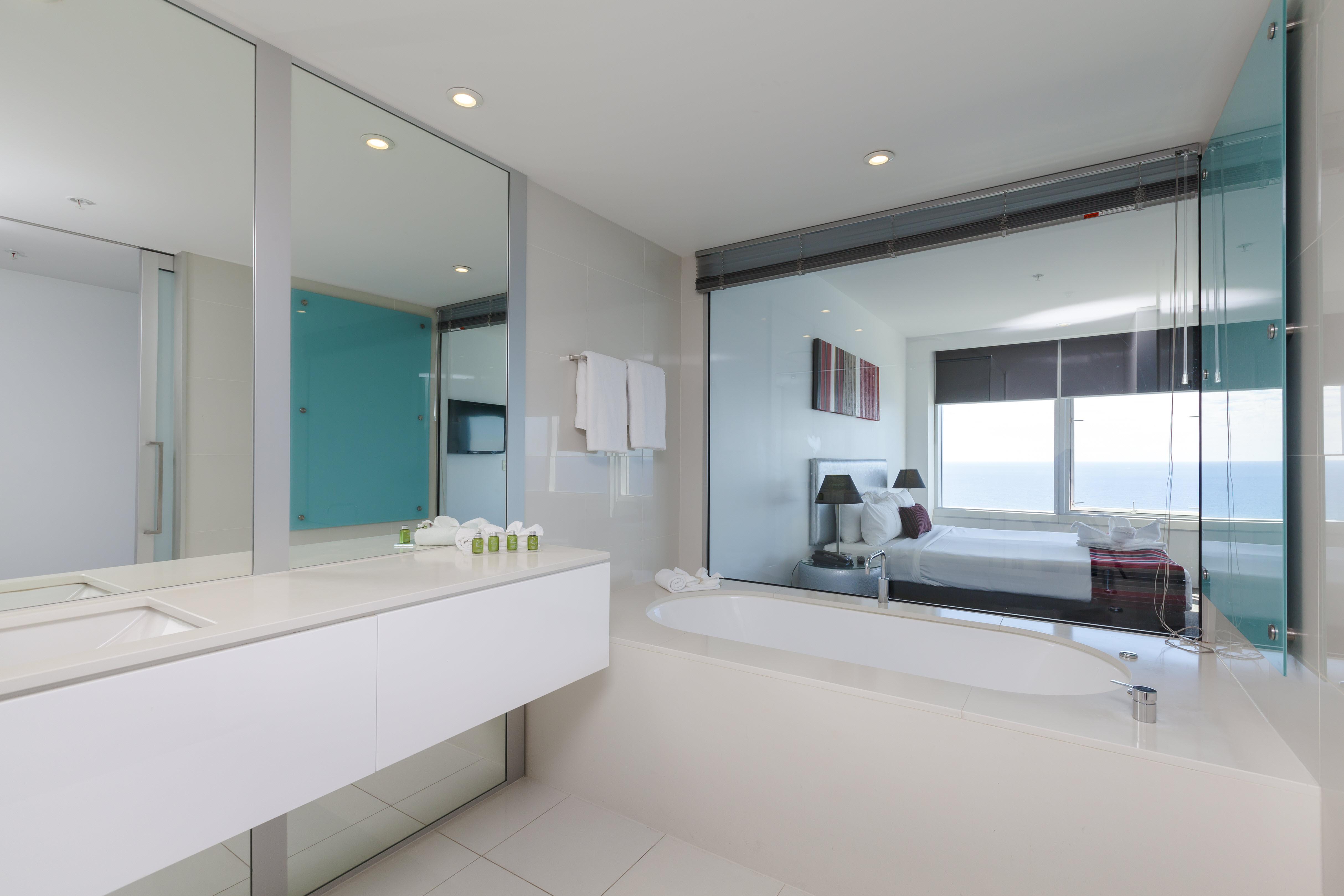 Q1 Resort & Spa Three Bedroom Ocean Spa Apartment | Bathroom