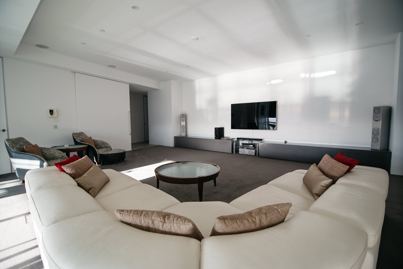 Q1 Resort & Spa Presidential Penthouse | 85' Ultra HD TV with Foxtel & Bluray