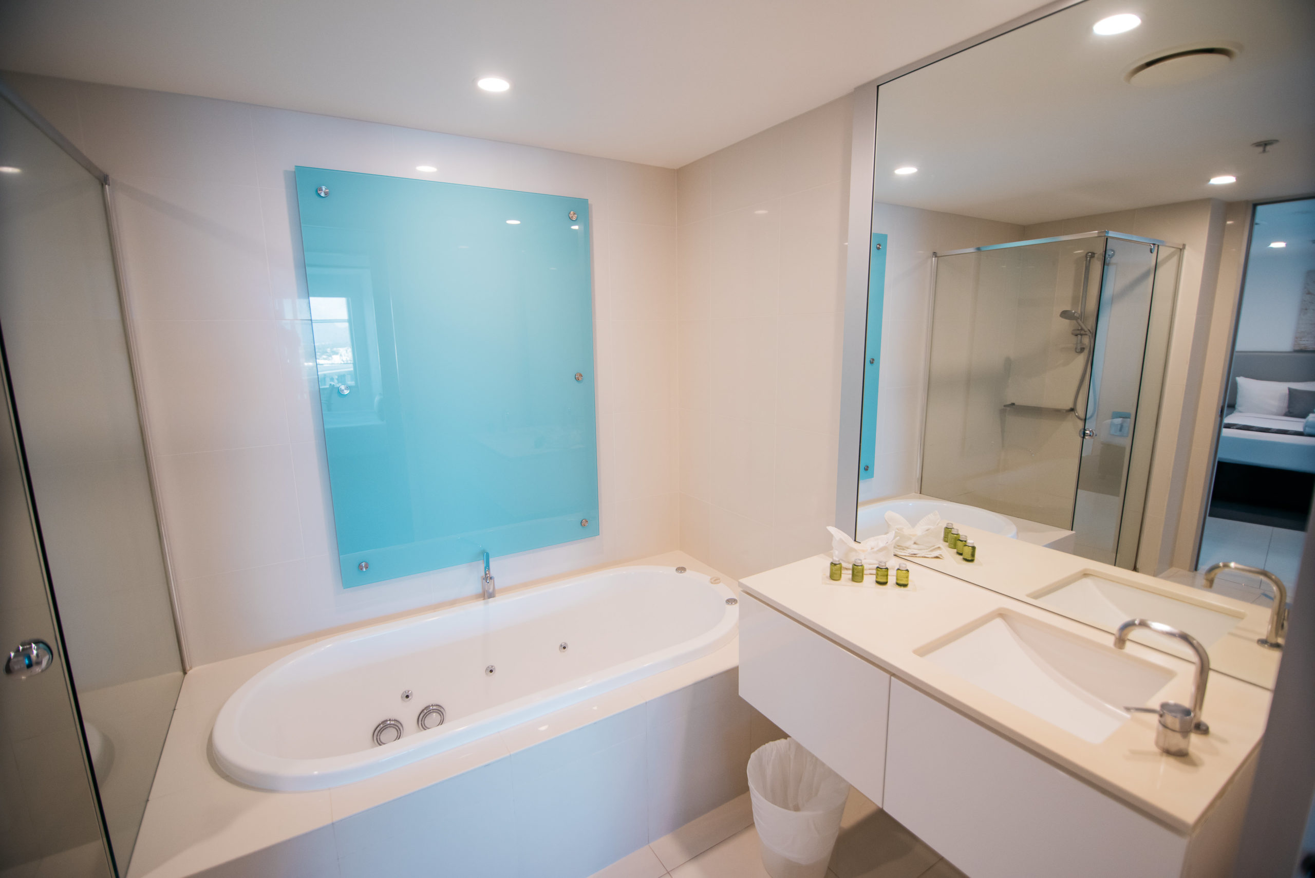 Q1 Resort & Spa One Bedroom Family Spa Apartment | Master Bathroom with Spa